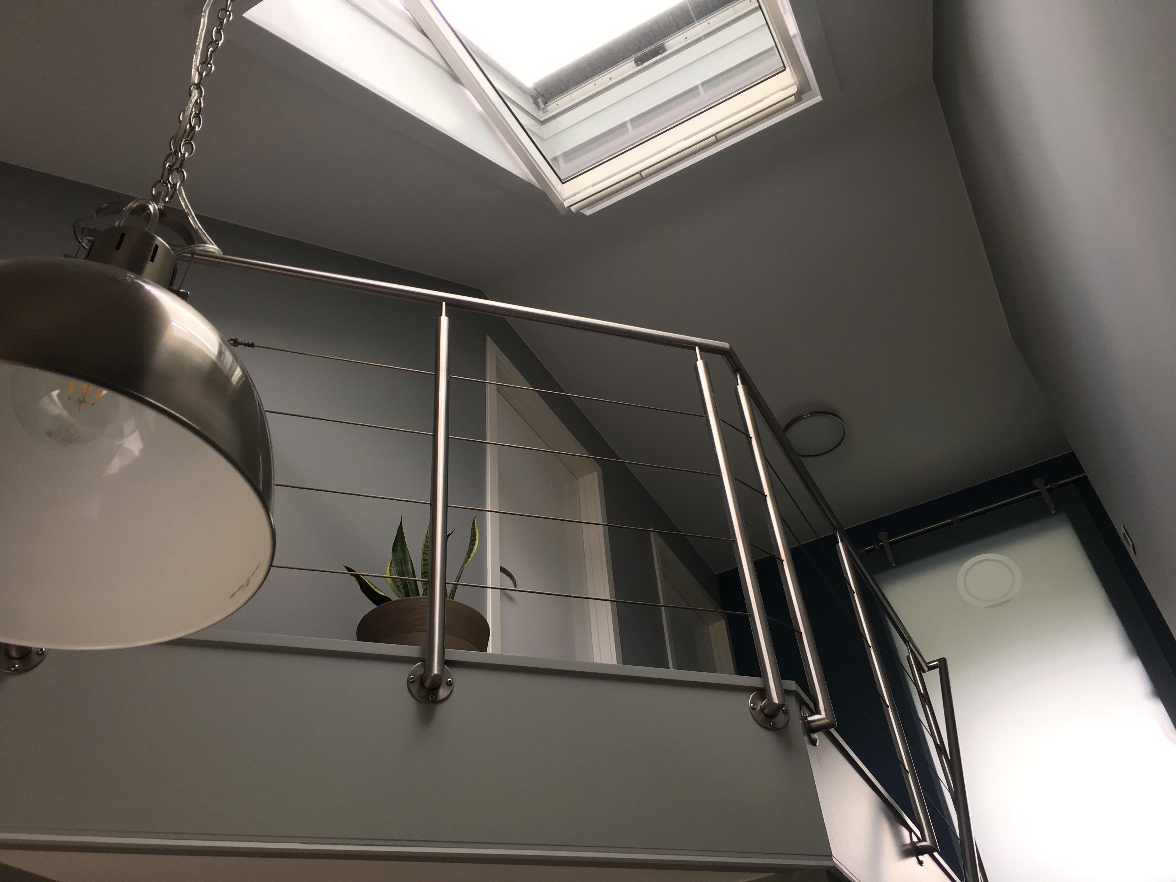 Schilderen gang badkamer en tapijt leggen op trap